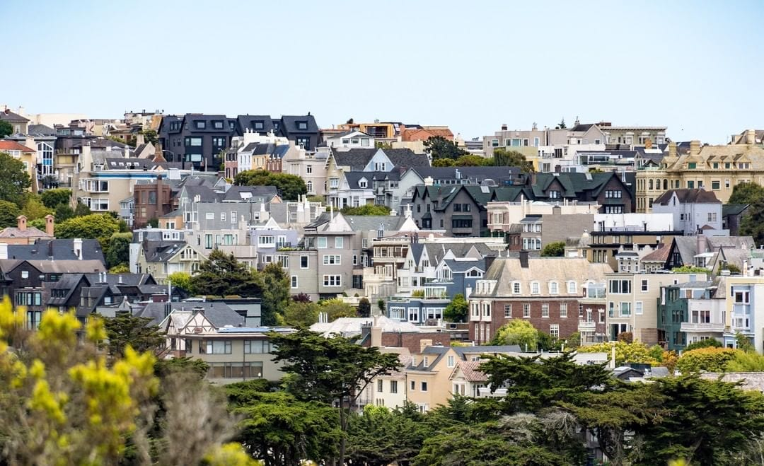 A small city that packs a lot of must-see attractions, San Francisco is a traveler's veritable dream! From rolling hills covered with colorful houses to the historic Fisherman's Wharf, SF will keep you and your family entertained throughout your visit this Holiday season. Plan your getaway today and save up to 20% off on accommodations. Link in bio to check out our current offers.