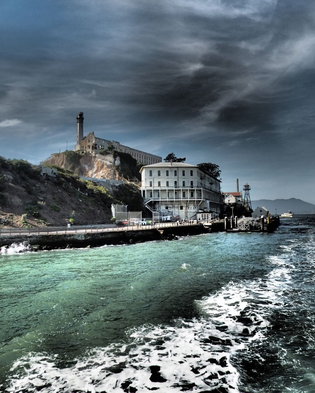 San Francisco is the place to be this Halloween! From 21+ yacht parties to ghost tours, there's always a treat for everyone. One of our favorites is the Alcatraz Night Tour where you head out at night on a ferry to visit one of the most ghostly spots in the city not far from the hotel.