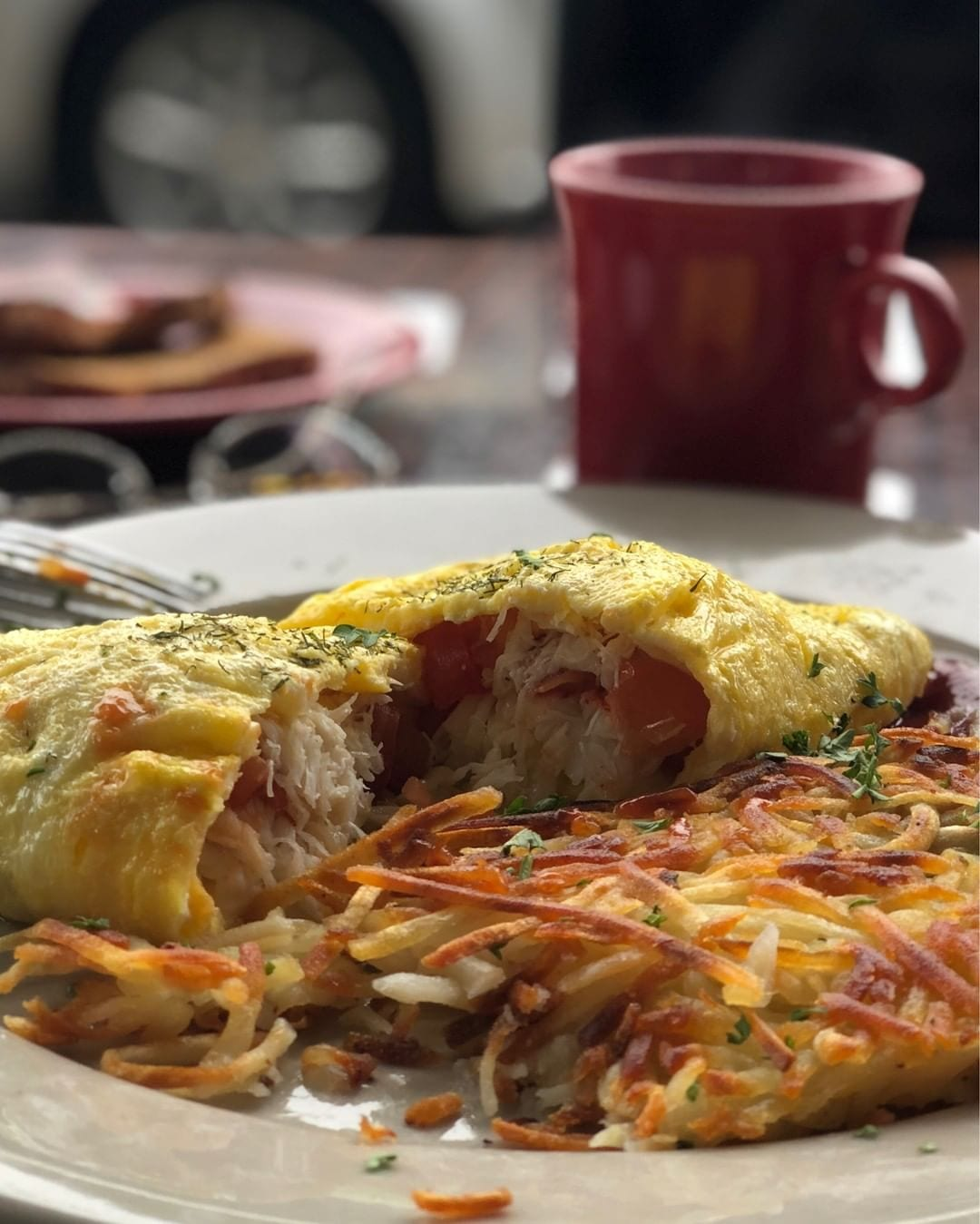 Start your day with a fresh cup of coffee and one of the best crab omelettes in San Francisco with side of crispy hashbrowns at Beach Street Grill SF located steps away from Hotel Zephyr. #goodmorningsf #visitfishermanswharf #breakfastideas