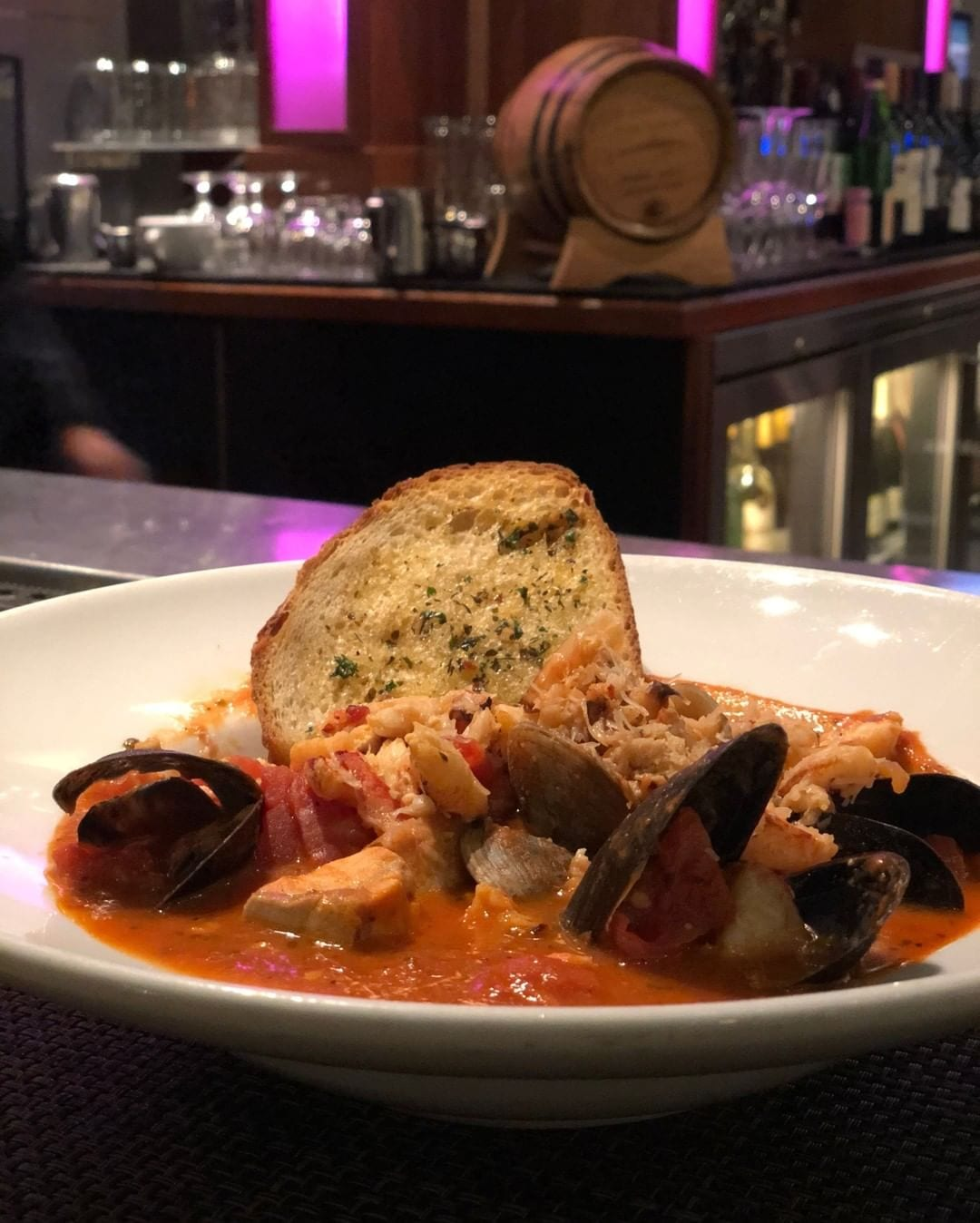 Tonight's weather calls for a winter warm soup. 🍲 Treat yourself to a San Francisco original at @fogharbor located across @hotelzephyrsf at @pier39. #cioppino #italian #seafood #foodiefriday
